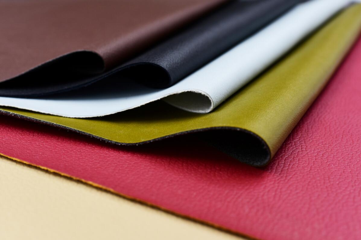 针织布通常是圆筒平针织物,以面纱为主,也有涤棉混纺纱的,单位面积为